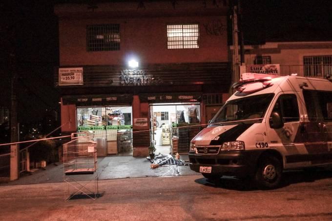 Na zona sul de SP, assaltantes matam dona de pet shop e deixam seu filho ferido