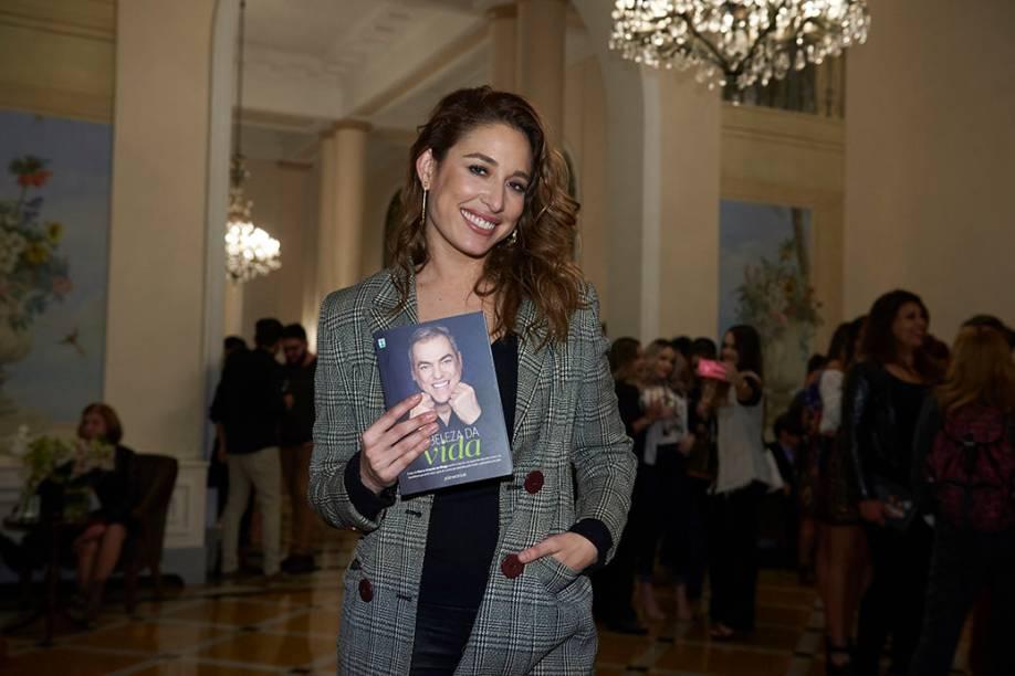A atriz Giselle Itié, amiga de Biaggi há mais de 10 anos: foi da Zona Oeste ao Copa para dar um abraço no cabeleireiro