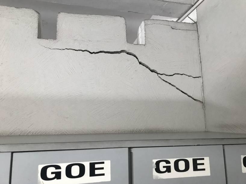 Sede do Grupo de Operações Especiais (GOE), no Campo Belo:  fendas na parede