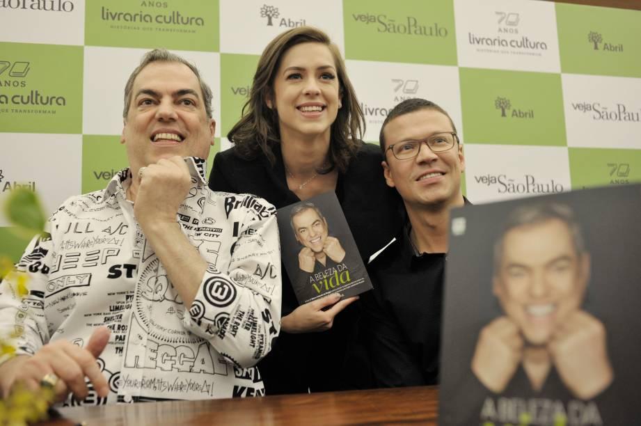 """Sophia Abrahão, cliente assídua do MG Hair: veio direto do aeroporto para o lançamento do livro """"A Beleza da Vida"""""""
