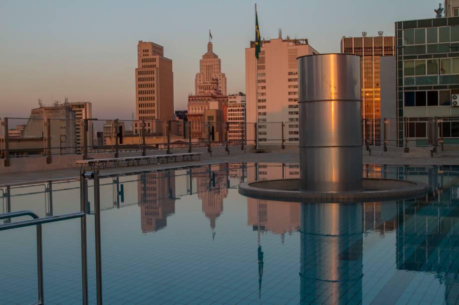 Piscina no topo do Sesc 24 de Maio: vista privilegiada para a cidade
