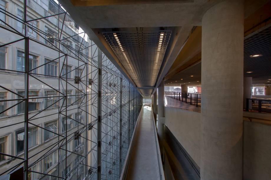 Rampas de circulação entre os andares do prédio