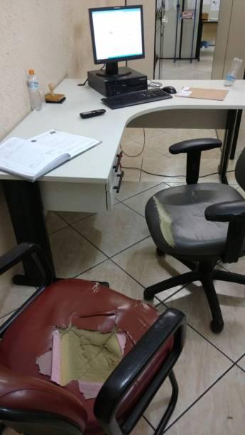 1º DP do Taboão da Serra: mobiliário em péssimo estado
