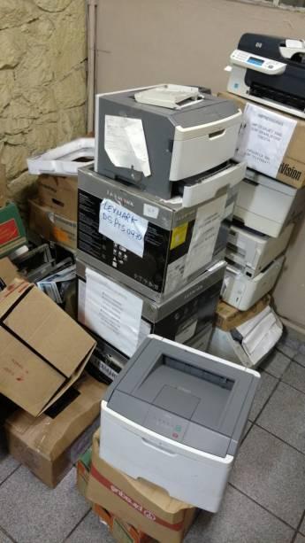 1º DP do Taboão da Serra: pilhas de impressoras quebradas