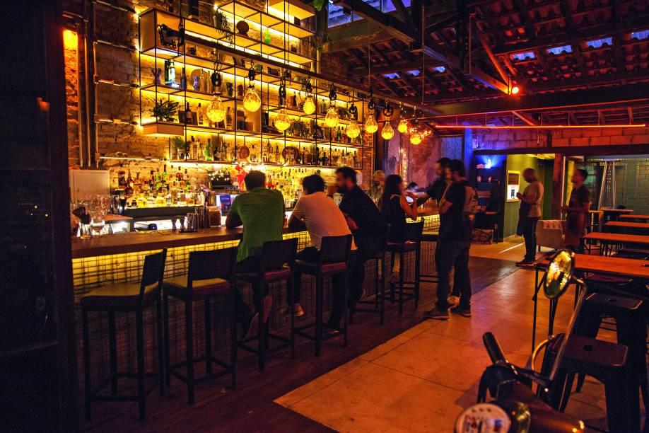 O balcão: onde são servidos os melhores drinques da cidade