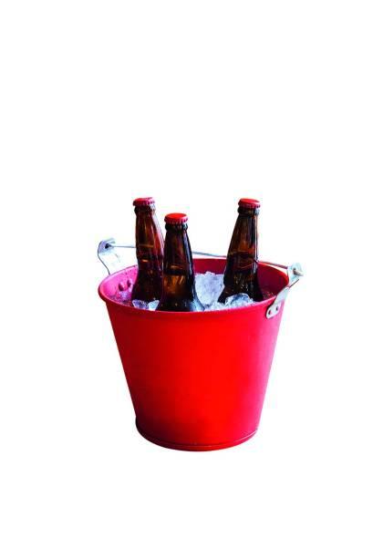 Cerveja: é conservada no balde repleto de gelo
