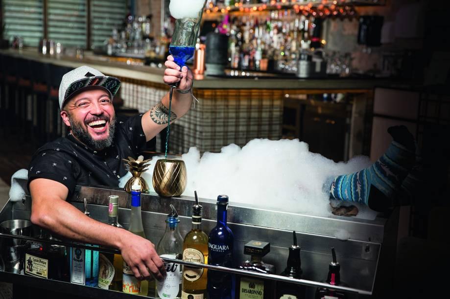 O bartender Márcio Silva