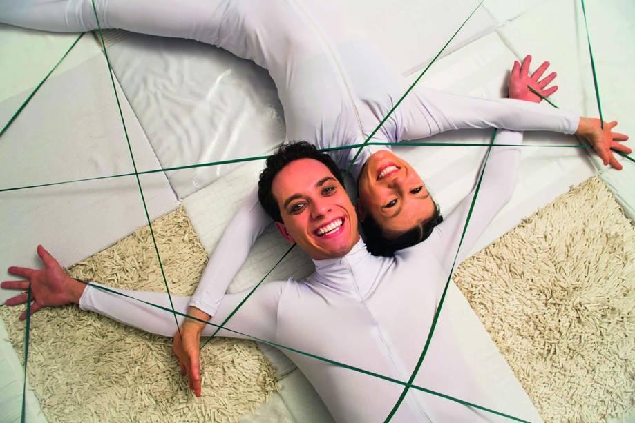 Aline Volpi e Vladimir Camargo: brincadeiras sobre um tapete especial