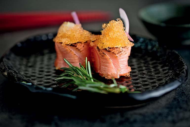 Sushi de vieira com salmão e ovas: novidade