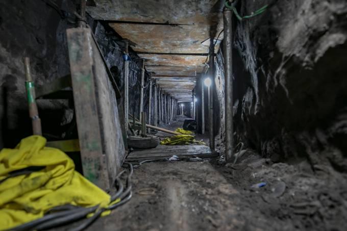 Polícia descobre túnel de ladrões que levaria a cofre do Banco do Brasil