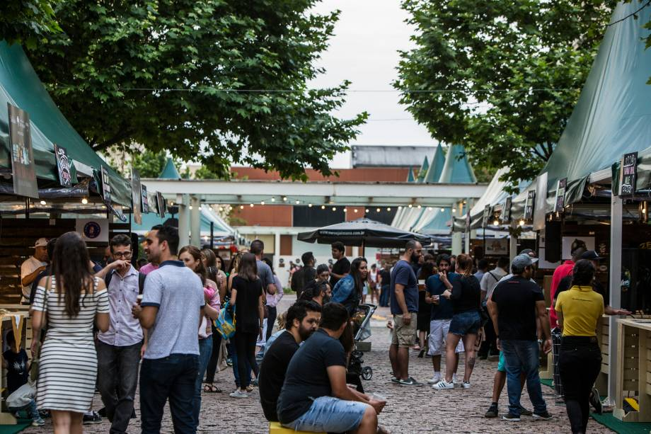 Público se reúne no primeiro final de semana do evento