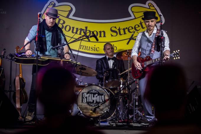 Still Folk plays Bob Dylan _ beer festival