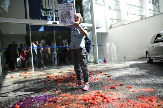 PROTESTO CONTRA GILMAR MENDES NO INSTITUTO DE DIREITO PÚBLICO