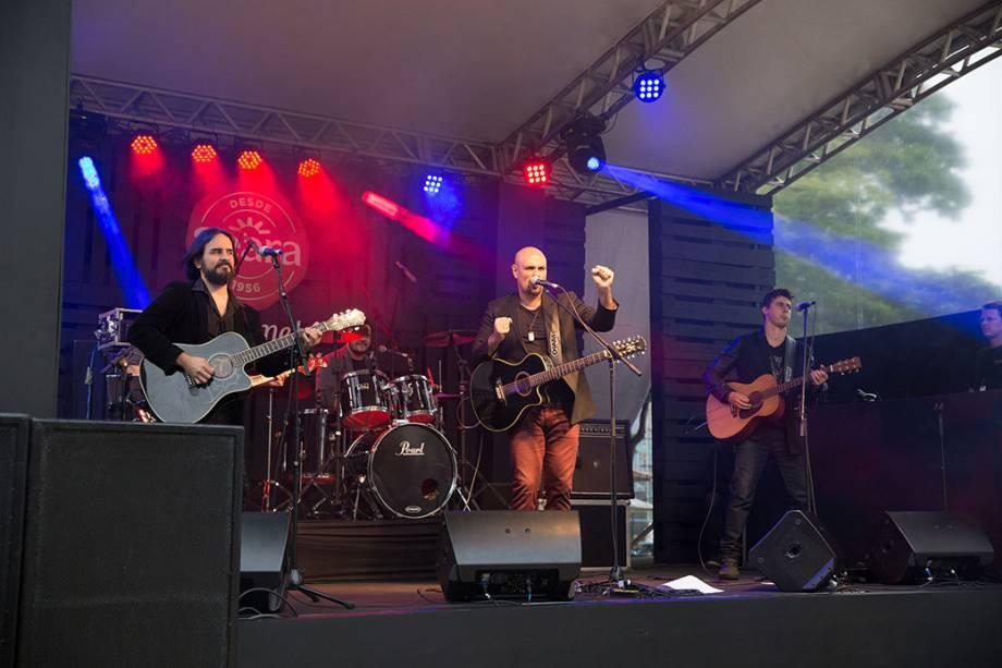 Leo Mancini: o guitarrista fez versões acústicas de canções de rock dos anos 80 e 90