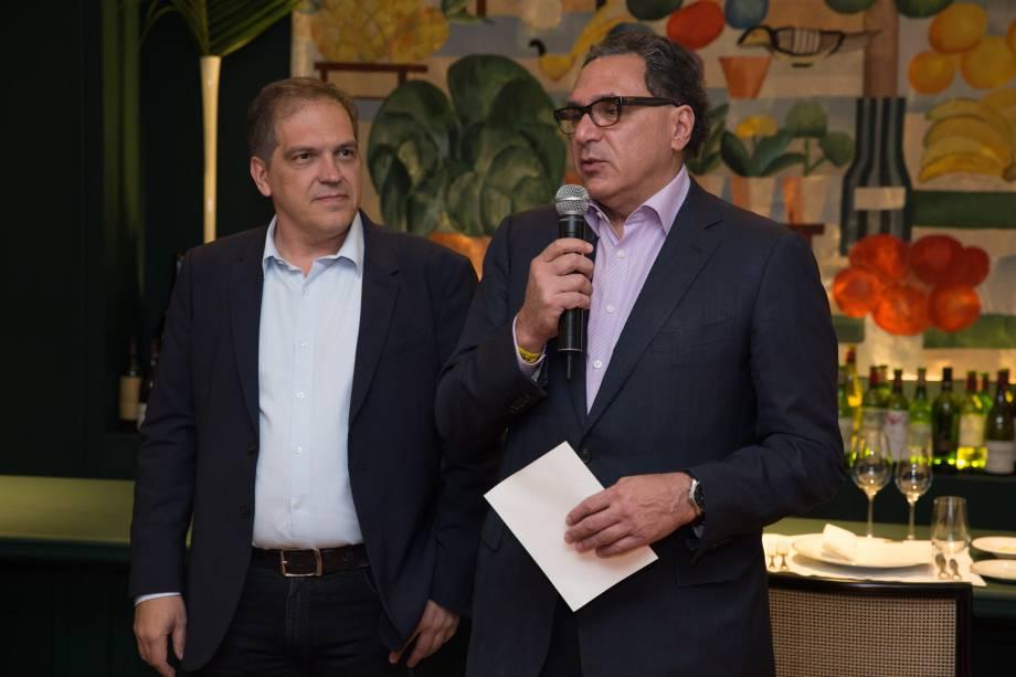 Arnaldo Lorançato, crítico de VEJA SÃO PAULO e Rogério Fasano: jantar exclusivo