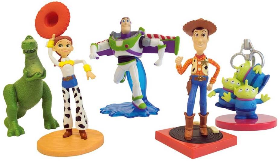 Kit com cinco bonecos de plástico dos personagens do filme, R$ 129,90. JC Brinquedos.