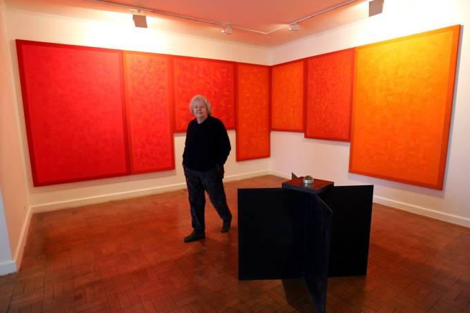 Amélia Toledo expões suas obras na galeria Nara Roesler