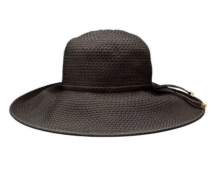 Chapéu de tecido, R$ 228,00. LennyNiemeyer