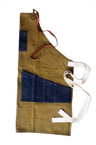 Avental de lona com bolsos de jeans, R$ 129,90. Il Casalingo.