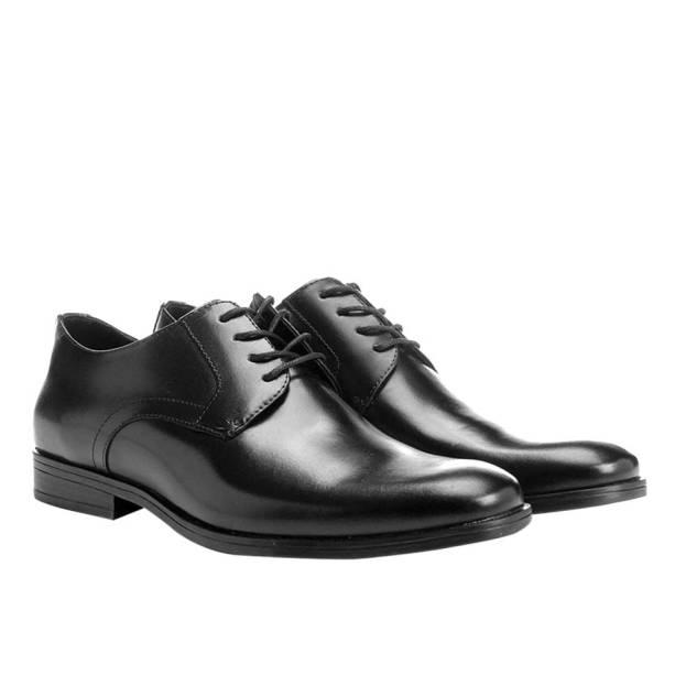Sapatos de couro masculinos, R$ 249,90 o par. Shoestock.