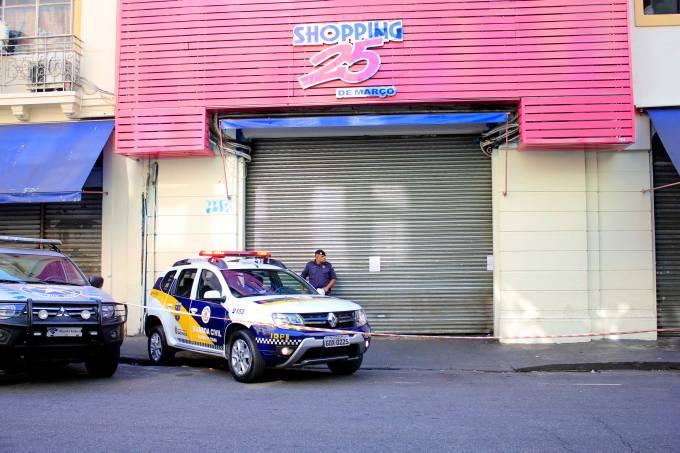 A PREFEITURA DE SÃO PAULO LACROU A ENTRADA DA GALERIA FLORÊNCIO, NO CENTRO DE SÃO PAULO.