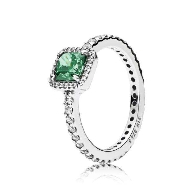 •Anel de zircônias, modelo Beleza Eterna Verde, Pandora. R$265,00. Uma sugestão de CLAUDIA. Preço pesquisado em novembro/2017. Disponível aqui: http://www.pandorajoias.com.br