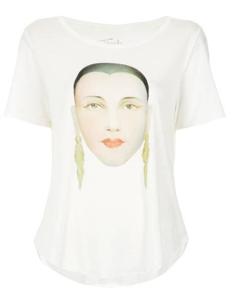 •Camiseta, Osklen - R$ 197,00. Uma sugestão de Elle. Preço pesquisado em dezembro/2017