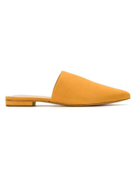 •Slipper, Schutz - R$ 300,00. Uma sugestão de Elle. Preço pesquisado em dezembro/2017