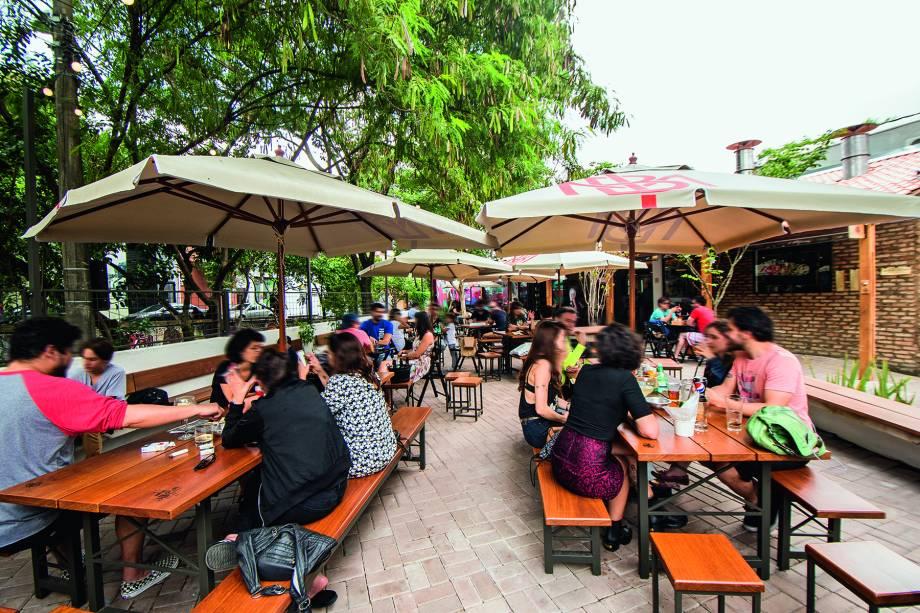 Espaço arejado: pertinho do Beco do Batman, o bar conta com um grande quintal