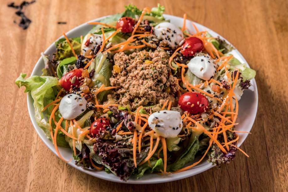 Salada de frango ao estilo tailandês