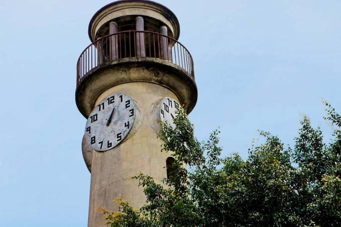 Mirante com relógio na Praça do Relógio do Jaguaré.