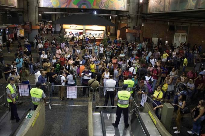METROVIÁRIOS FAZEM PARALISAÇÃO DE 24 HORAS EM SÃO PAULO.