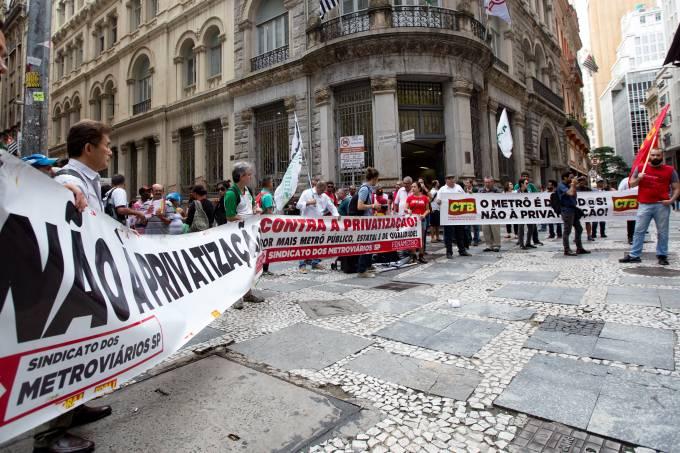 METROVIÁRIOS REALIZAM PROTESTO CONTRA LEILÃO DE LINHAS DO METRÔ.