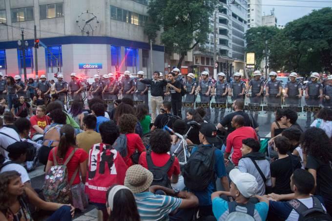 PROTESTO CONTRA AUMENTO NO VALOR DA TARIFA DO TRANSPORTE PÚBLICO