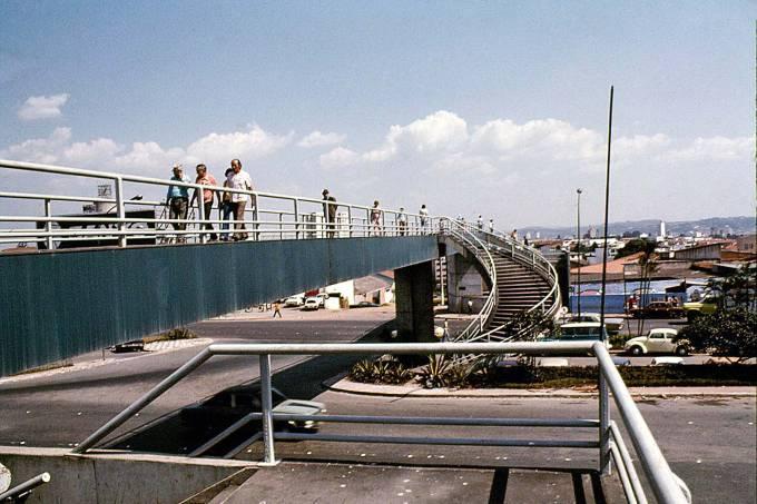 Passarela do Aeroporto de Congonhas – Acervo Vilanova Artigas (1).jpg