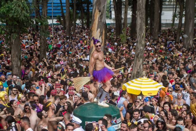 Bloco de Carnaval Agrada Gregos, comandado pela cantora Gretchen