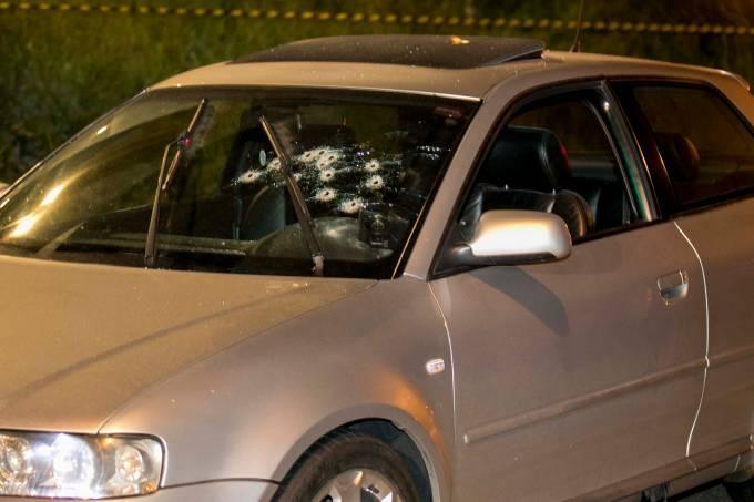 Empresário é baleado com cerca de 10 tiros após parar carro em semáforo no Morumbi