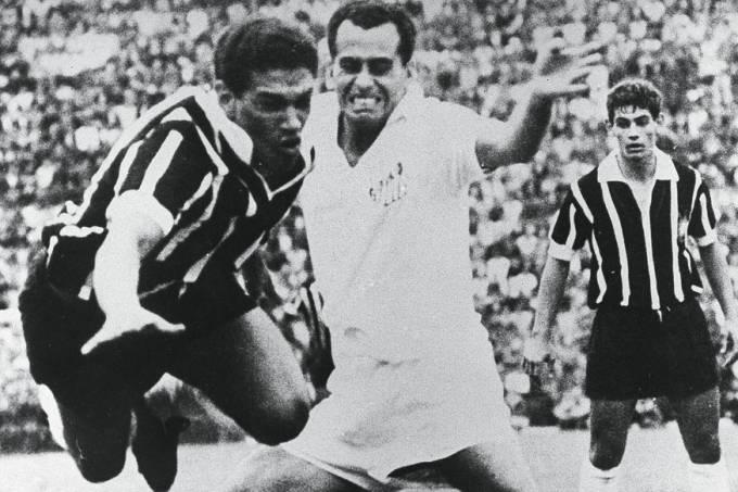 Garrincha e Rivelino, do Corinthians x Zito do Santos