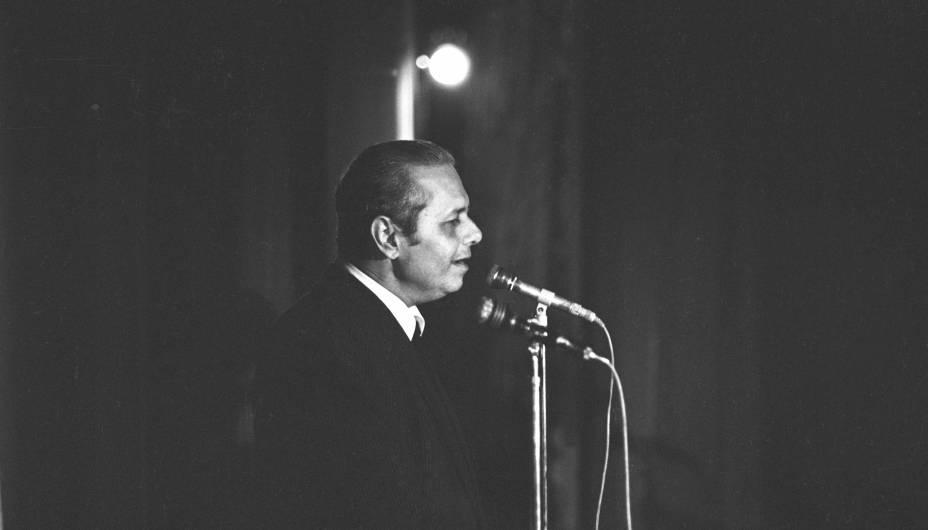 Dick Farney, músico e compositor.