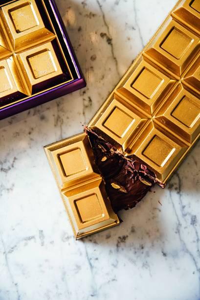 Barra de de chocolate recheada de Nutella: coberta com ouro