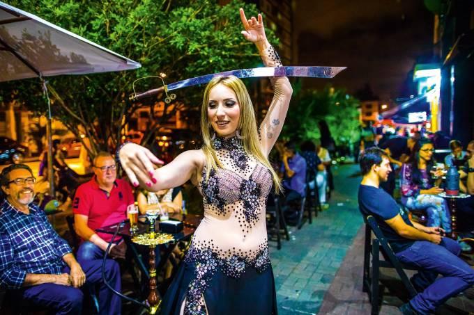Andreza Scabello dançarina