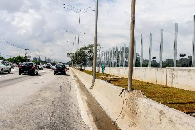 Muro da raia da USP começa a ser retirado