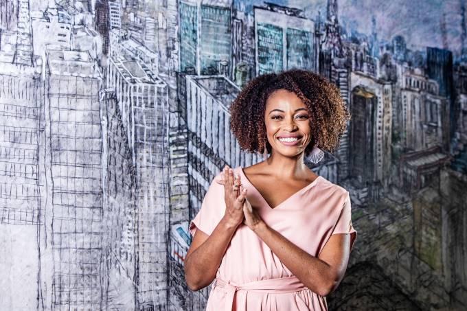 Adriana Couto _ apresentadora do programa Metropolis