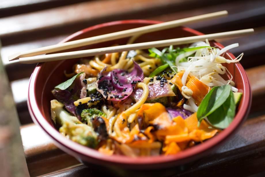 Noodle com legumes ao curry