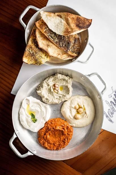 Quarteto de pastas: babaganuche, homus, muhamara e pasta de pimentão