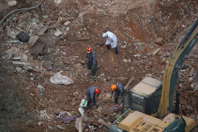 Ossada é encontrada nos escombros de prédio que desabou em SP