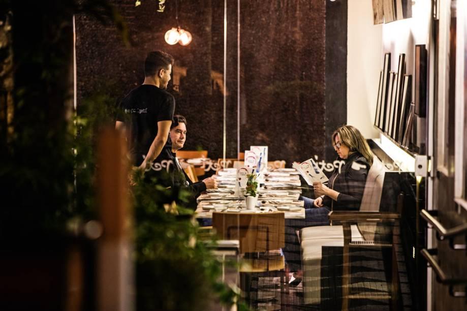 Salão a meia-luz: Petí Gastronomia agora aberto no jantar