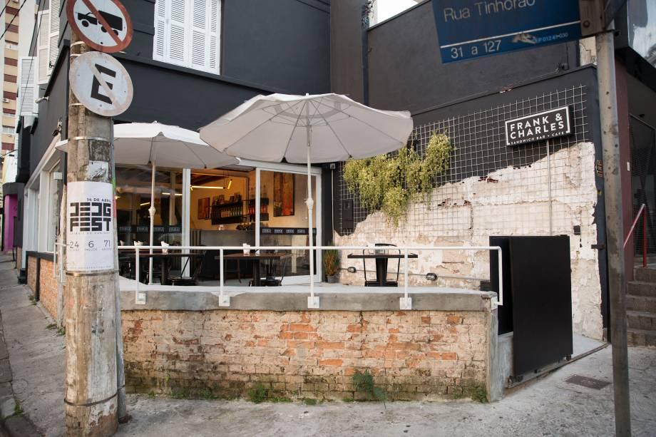 Fachada do Frank & Charles Sandwich Bar + Café