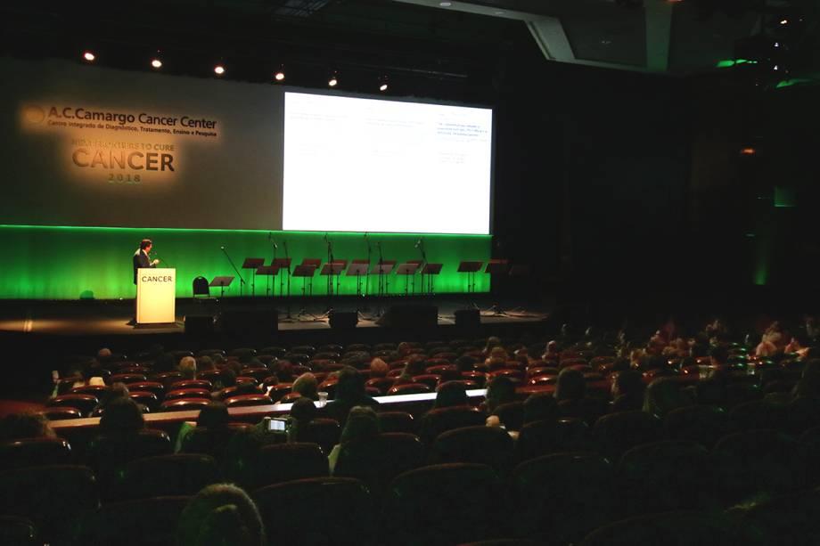 Giorgio Trinchieri, do  do National Cancer Institute, foi um dos destaques da Conferência Magna