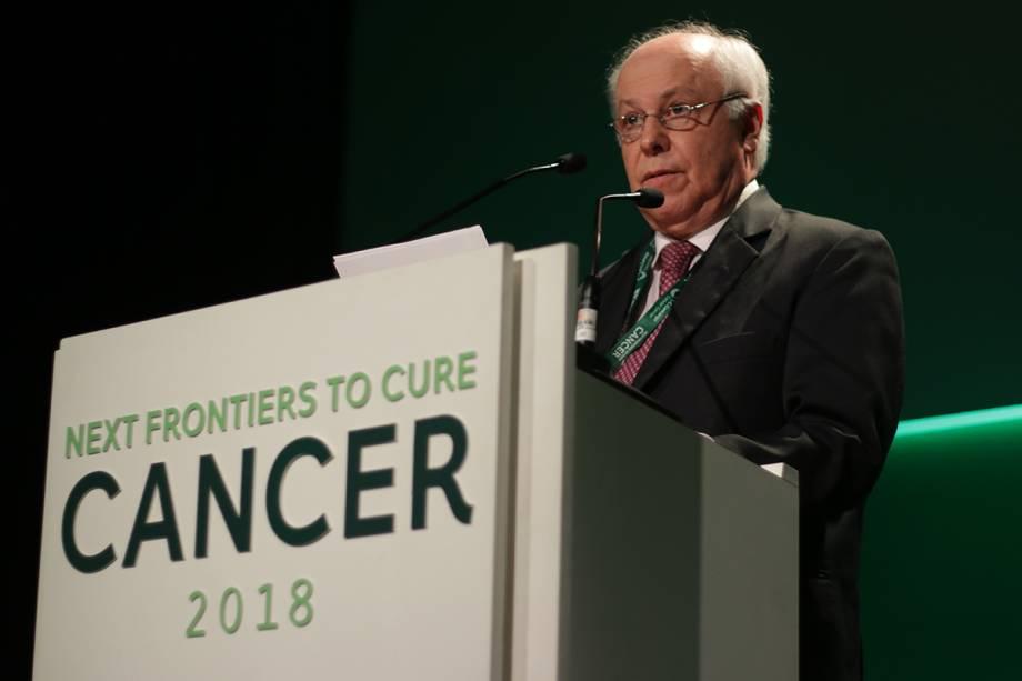 Ademar Lopes, vice-presidente do A.C.Camargo Cancer Center, discursa durante a Conferência Magna
